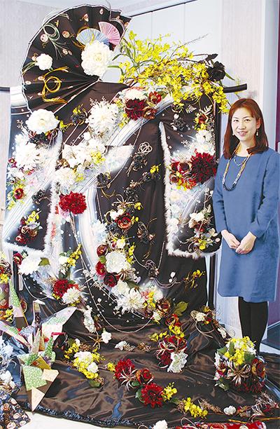 花のオブジェを凱旋展示