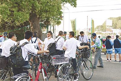 自転車マナーアップ訴え