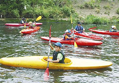 鶴見川でカヌー体験