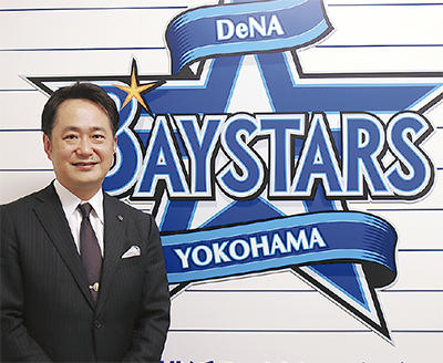 岡村信悟代表取締役社長東京都出身。郵政省(当時)、総務省を経て2016年4月に(株)横浜スタジアムの社長に就任。同年10月からは(株)横浜DeNAベイスターズの社長を兼任