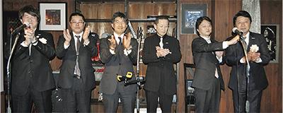 センターを開設した(株)五人侍の皆川代表取締役(左)とメンバー