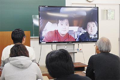 中継先の山元町から現状を紹介する林准教授(画面左)と横野さん