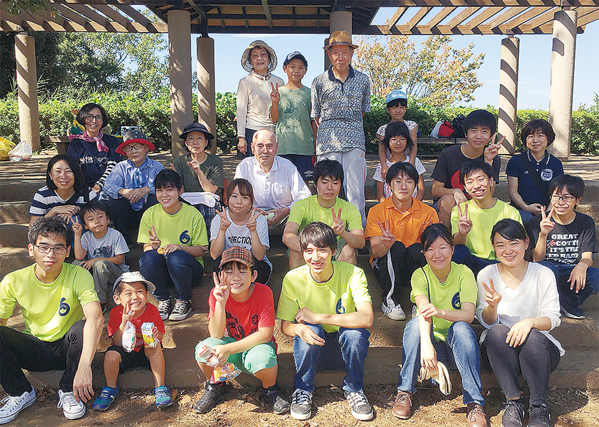 青×6と公園愛護会メンバーら