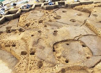 密集する竪穴住居群跡
