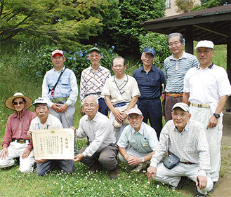 森田会長(前列中央)と愛護会メンバー
