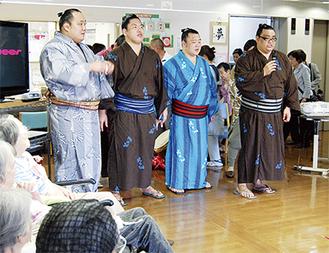 相撲甚句を披露する力士ら