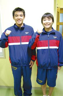 ガッツポーズを見せる朝長選手(右)と尾野山選手
