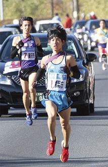 2区を走る澤野選手(伊勢原市善波)