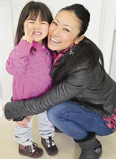 三星選手(右)と娘のすみれちゃん