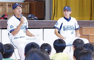 質問に答える大田選手(左)と田中選手