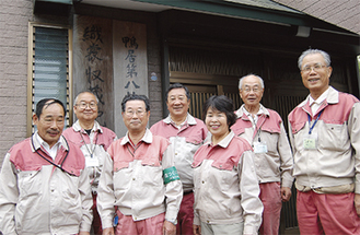 阿部会長(前列左から2番目)と創設メンバーたち