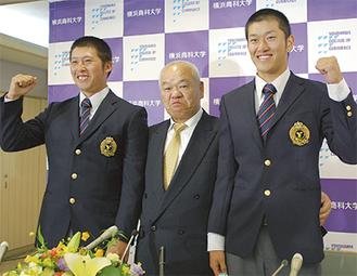左から西宮、佐々木監督、岩貞