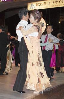 華麗なダンスが披露された