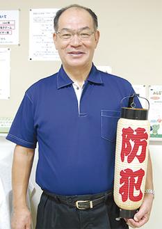 パトロール用の提灯を手にする塚田さん