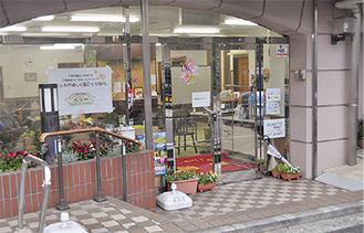 中山駅北口すぐにある「サロンド鹿鳴館」