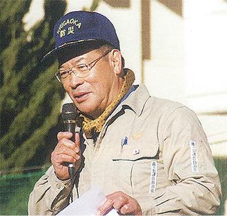 訓練で防災を訴える塚田会長
