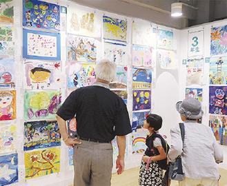 夏休みに家族で美術鑑賞(写真は昨年)