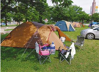 身近な公園での避難生活(熊本地震/提供=(株)公園マネジメント研究所)