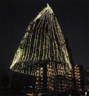綺麗な光を放つツリー