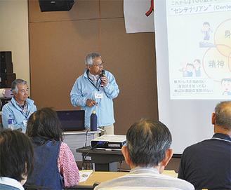 講座に参加する藤村代表(右)と都築さん(左)