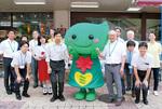 キャンペーンを行った歯科医師会員と緑区福祉保健センターの職員たち