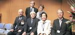 表彰式に出席した青砥団地自治会片吉虎之助会長(前列左から二番目)ら