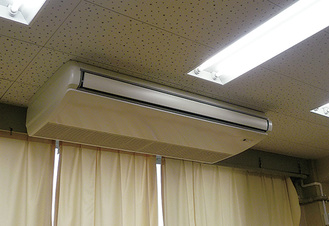 特別教室に取り付けられた空調設備
