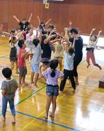 踊りで表現を学ぶ