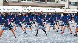 よさこいソーラン節を踊る同小6年有志(実行委員会提供)