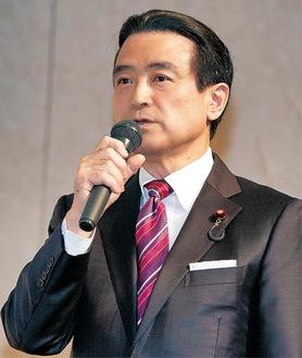 講演する江田議員