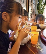 地元飲食店が児童支援
