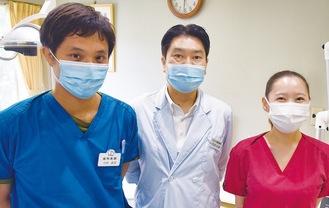 阿部院長(中央)と同院歯科医師