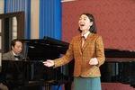 ピアノの演奏をする岩倉さん =NHK提供