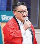 あいさつする串田会長
