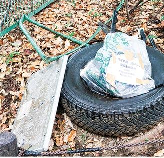 捨てられたタイヤなどの大型ごみ