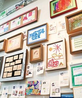 アート展に並ぶ作品
