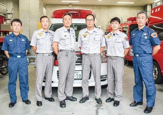 増隊された日勤救急隊の隊員ら(同署提供)