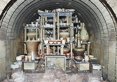 日本最古の窯で作品づくり