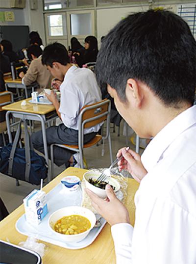 小学校給食を有料提供