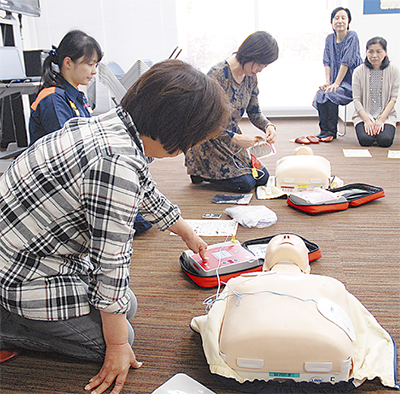 AED使用法「全員で」学ぶ
