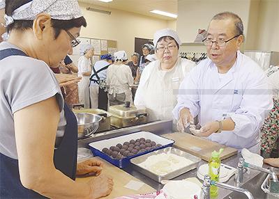 和菓子職人の技を伝授