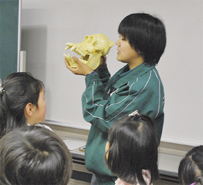 小学生「動物のふしぎ」学ぶ