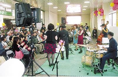 鴨居で「熊本支援」の駅コン