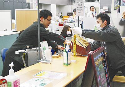 ゆうちょ銀行で強盗訓練