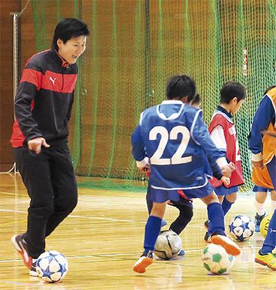 海堀選手がサッカー教室