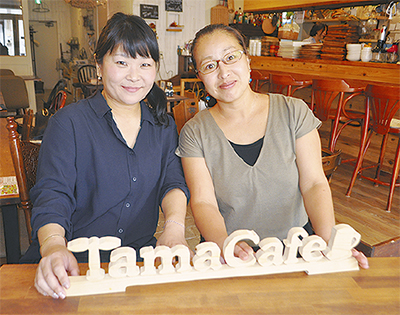 主催するママココの江縁さん(右)と高岡さん