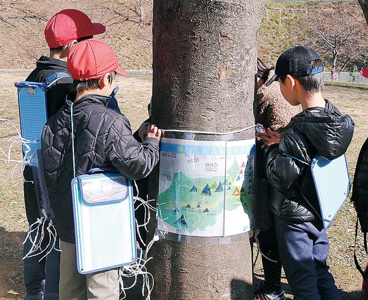 公園にポスター設置