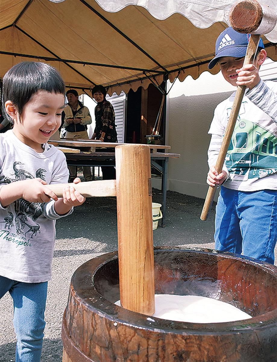 中山で伝統の餅つき大会
