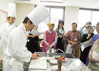 プロのテクニックに参加者も興味津々