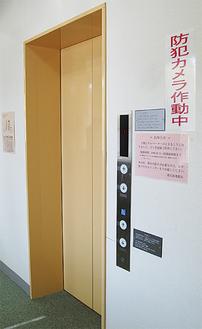 港北図書館2階のエレベーター
